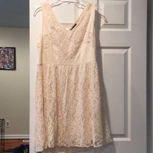 American Eagle lace dress